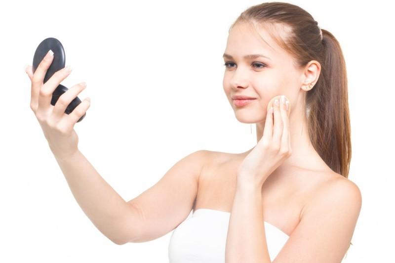 刺す化粧品オデコディープパッチを使用